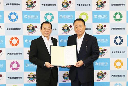 プログラミング教育における寝屋川市教育委員会と大阪電気通信大学の連携協定式を開催